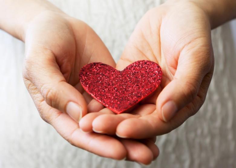 Hands-Heart15413